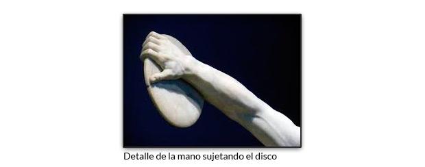 Detalle de la mano sujetando el disco