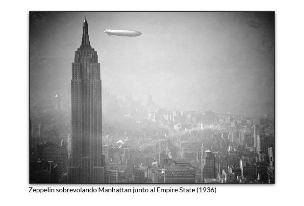 Zeppelin sobrevolando Manhattan junto al Empire State