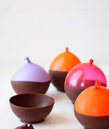 hacer cuencos de chocolate utilizando globos