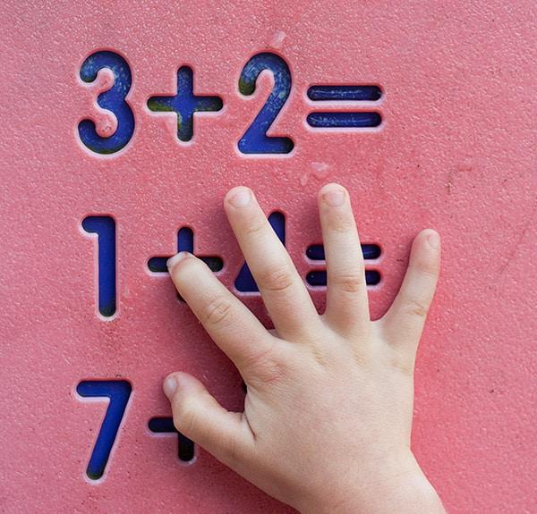 Existen algunos trucos para sumar que pueden ayudar a los niños en la asignatura de matemáticas. ¿Conoces todos los trucos para sumar?