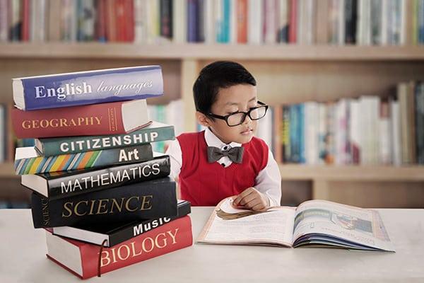 Para mejorar la concentración debemos evitar todo tipo de distracciones que puedan dificultar nuestra concentración a la hora de estudiar
