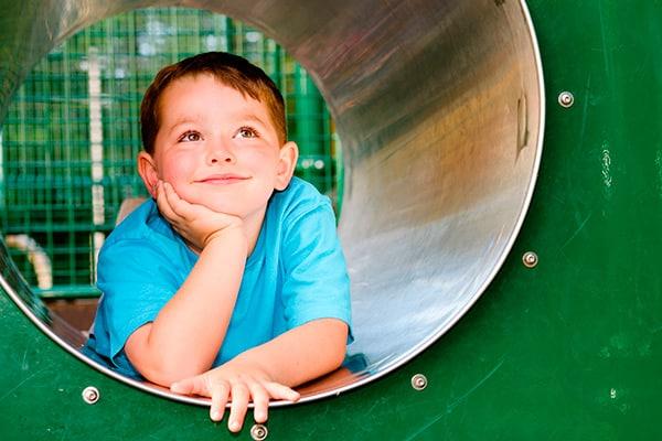 Para enseñar a niños con dislexia, éstos han de entender que queremos ayudarlos, siguiendo una serie de pasos para mejorar su capacidad de aprendizaje.