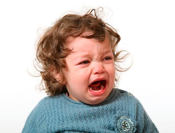Las pataletas y berrinches suceden porque el niño siente rabia y no encuentra manera de expresarse. Debemos ser firmes en nuestra postura sin excedernos