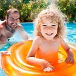 Cómo enseñar a un niño a nadar