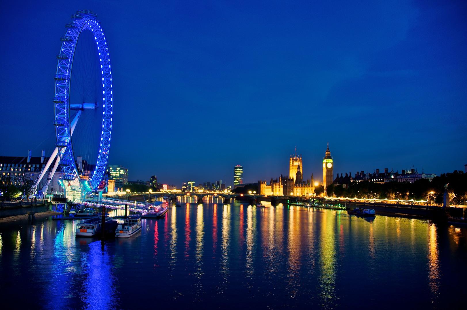 Vista noctura del London Eye, Palacio de Westminster y Big Ben