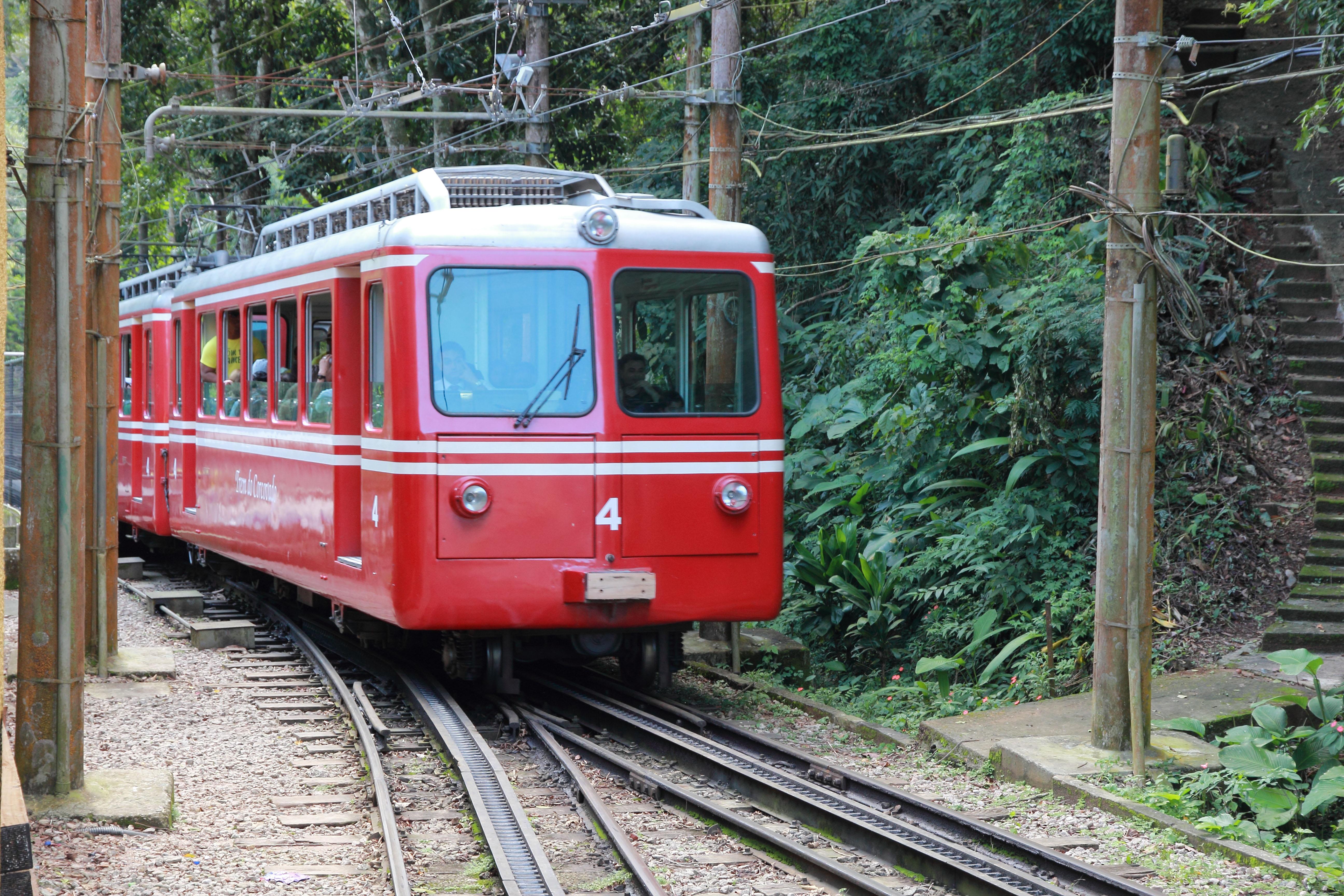 El tren que sube al cerro de Corcovado