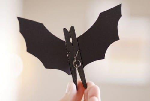 Pinzas para jugar al vampiro ciego en Halloween