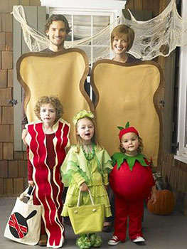 Familia disfrazada de forma original