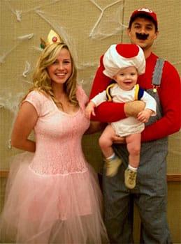 Familia disfrazada de manera original en Halloween