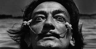 Dalí bigotes Destino