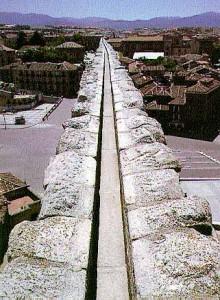 Canal sobre arcos acueducto de Segovia
