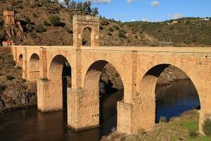 Puente romano de Alcántara sobre el río Tajo Acueducto de Segovia