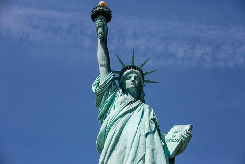 Estatua de la libertad de Nueva York vista desde abajo