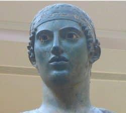 Busto del auriga de Delfos del siglo V a.C.