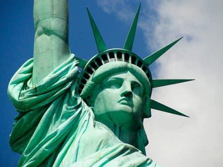 Detalle de la parte superior de la estatua de la libertad