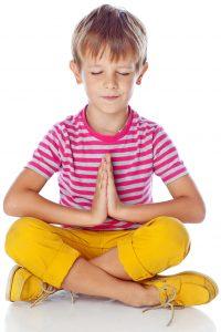 Niño haciendo mindfulness