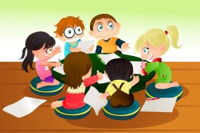 Niños creando un cuento