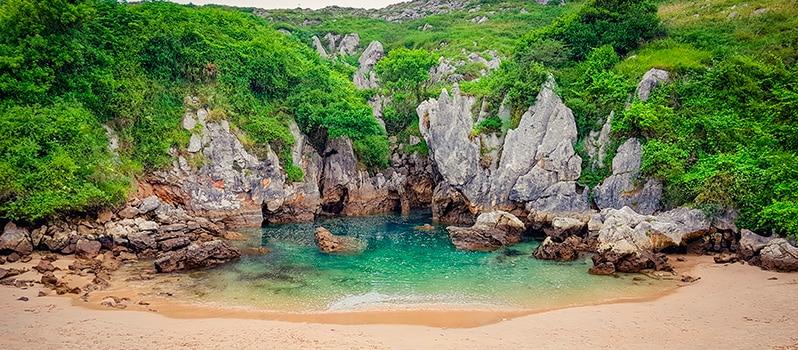Viajar Familia Asturias Playa Gulpiyuri
